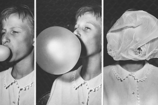 Los alimentos y los sabores siempre están evolucionando. Chicle â ???? demostrado aquí en un concurso de hacer burbujas en la década de 1950 â ???? fue una invención del siglo XX Â © Getty Images