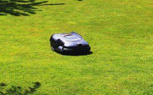 Cortar y fertilizar el césped utilizando energía solar » Actualidad Tecnológica
